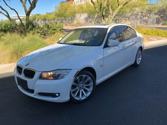 2011 BMW 3 Series - AWD 328i xDrive 4dr Sedan Véhicules 2