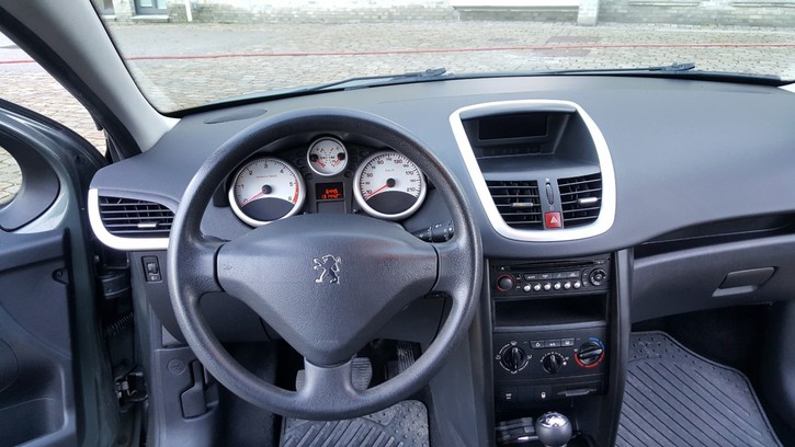 Peugeot 207 1.6HDi Véhicules 3