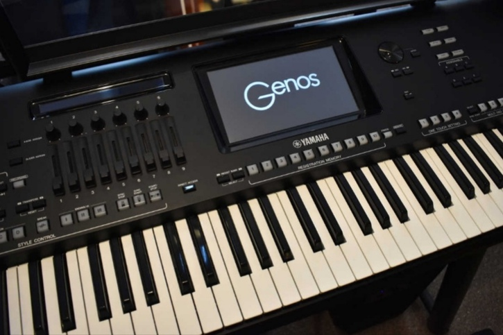 Clavier yamaha genos  Musique