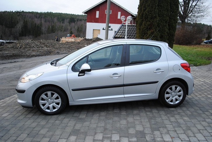 PEUGEOT 207 1.6 hdi 16v 90 executive 5p Véhicules 3