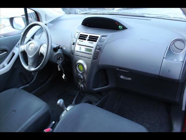 Toyota Yaris-II 5portes 100 VVT-I, Année: 2009 Véhicules 2